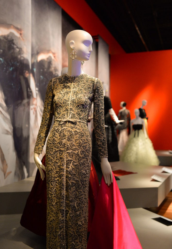 oscar de la renta essay Oscar de la renta is one of the most successful and long-lived designers in the fashion industry he was born on july 22, 1932 in the dominican republic, and at a young age took to painting the masters cristobal balenciaga and antonio castillo trained him at age 18 in spain.