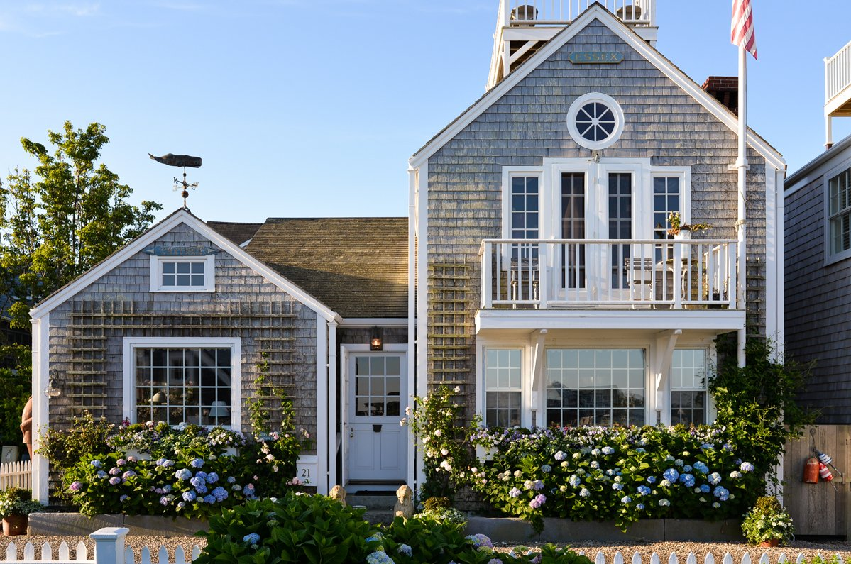 Stacie-Flinner-Nantucket-Old-Wharf-Cottage
