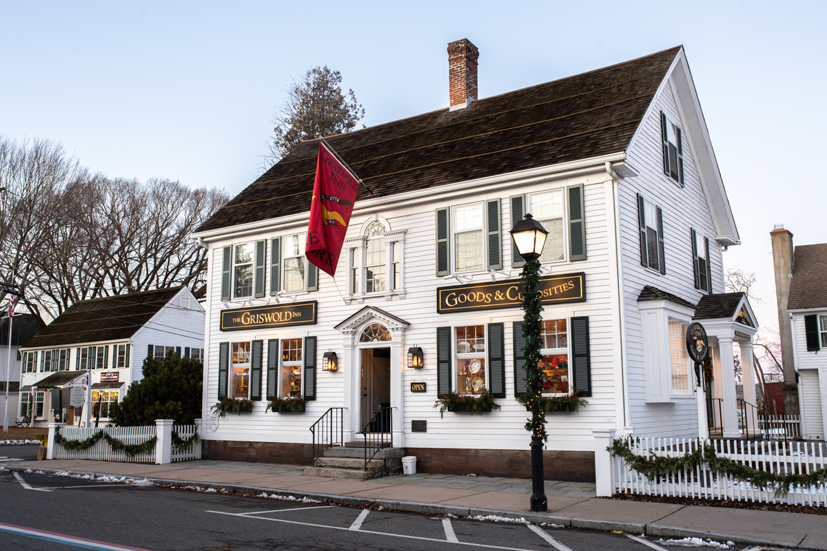 The Griswold Inn Essex x Stacie Flinner-43.jpg