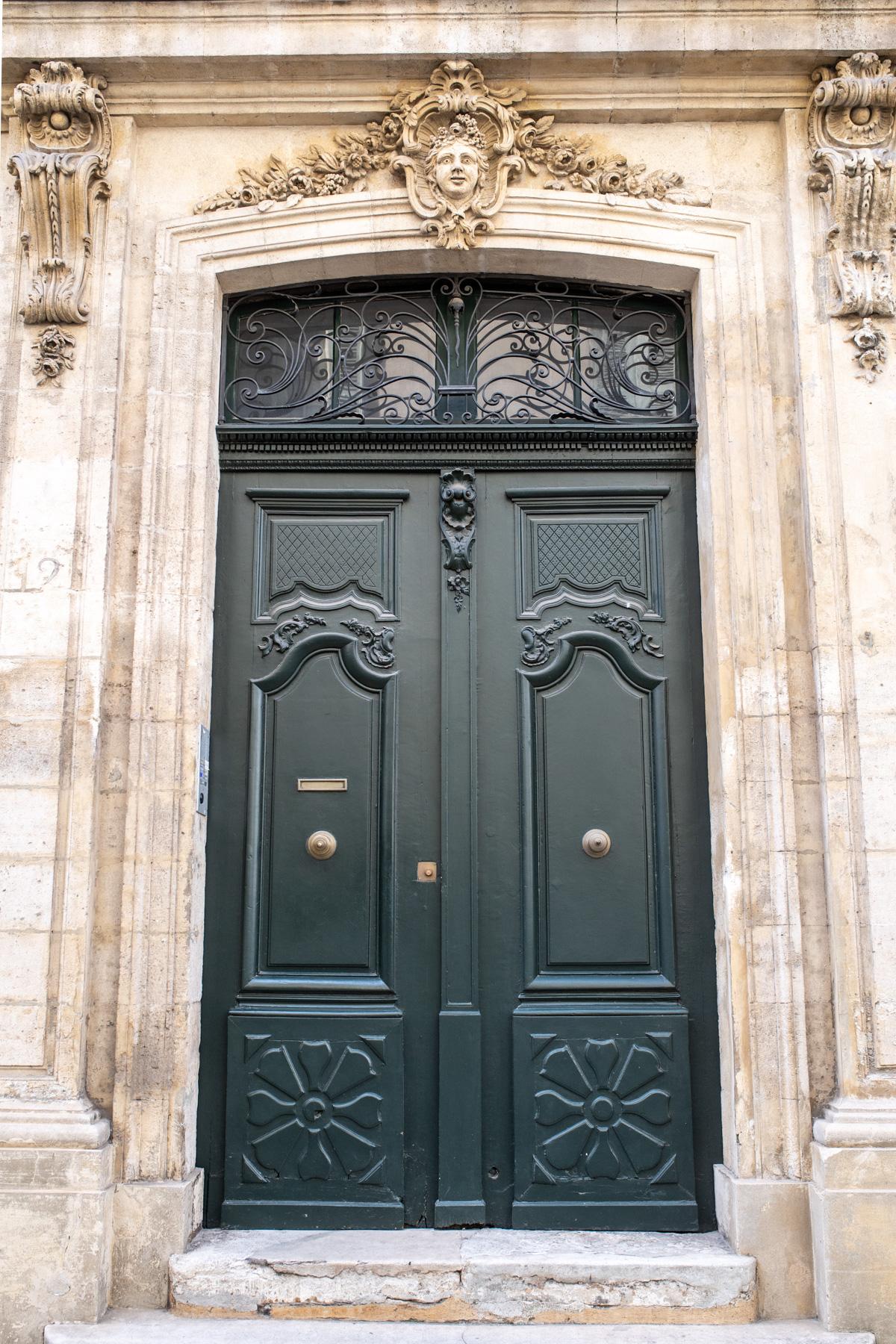 Stacie Flinner Guide to Avignon%2C France-29.jpg