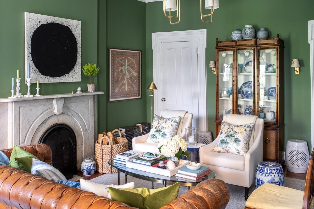Stacie Flinner x NY Apartment Tour Living Room-13.jpg