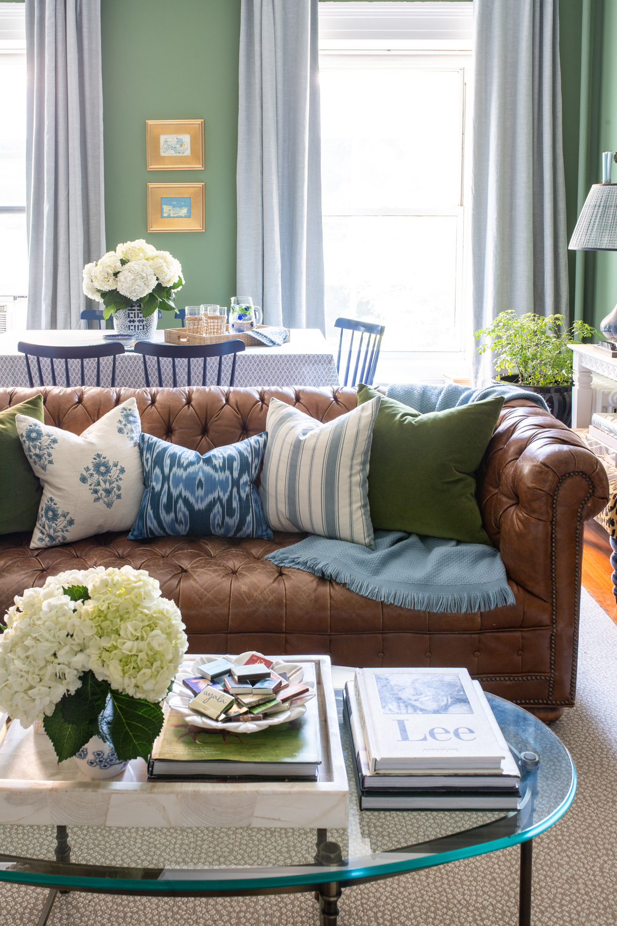 Stacie Flinner x NY Apartment Tour Living Room-3.jpg