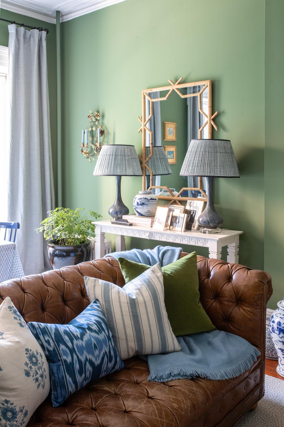 Stacie Flinner x NY Apartment Tour Living Room-4.jpg