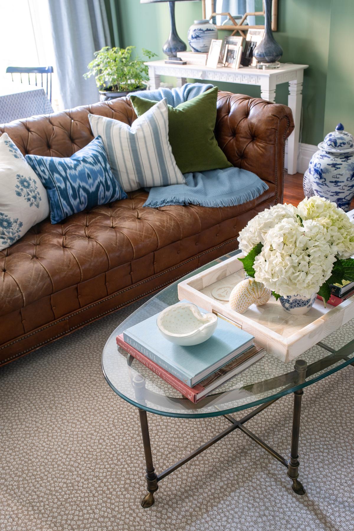 Stacie Flinner x NY Apartment Tour Living Room-5.jpg