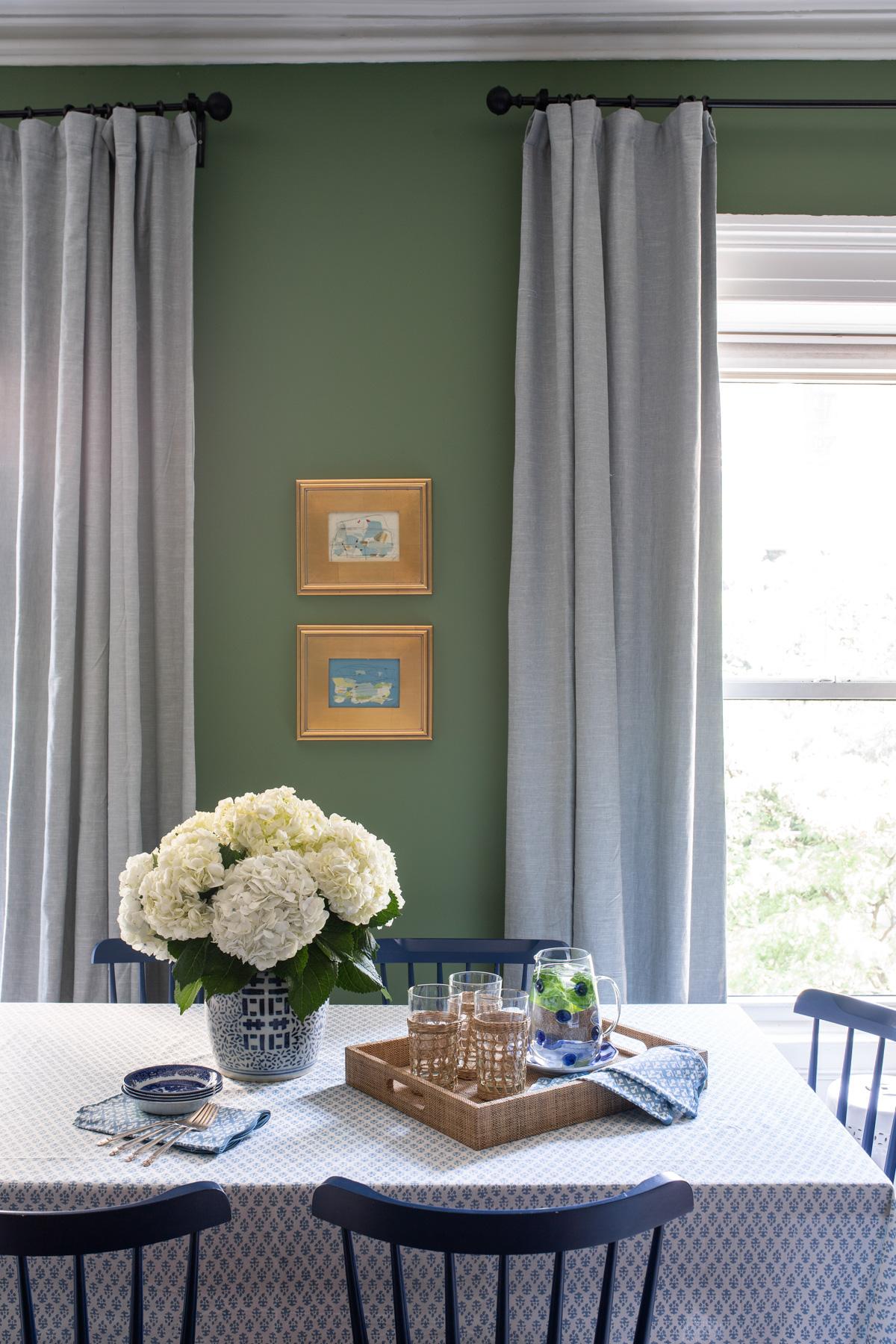 Stacie Flinner x NY Apartment Tour Living Room-6.jpg