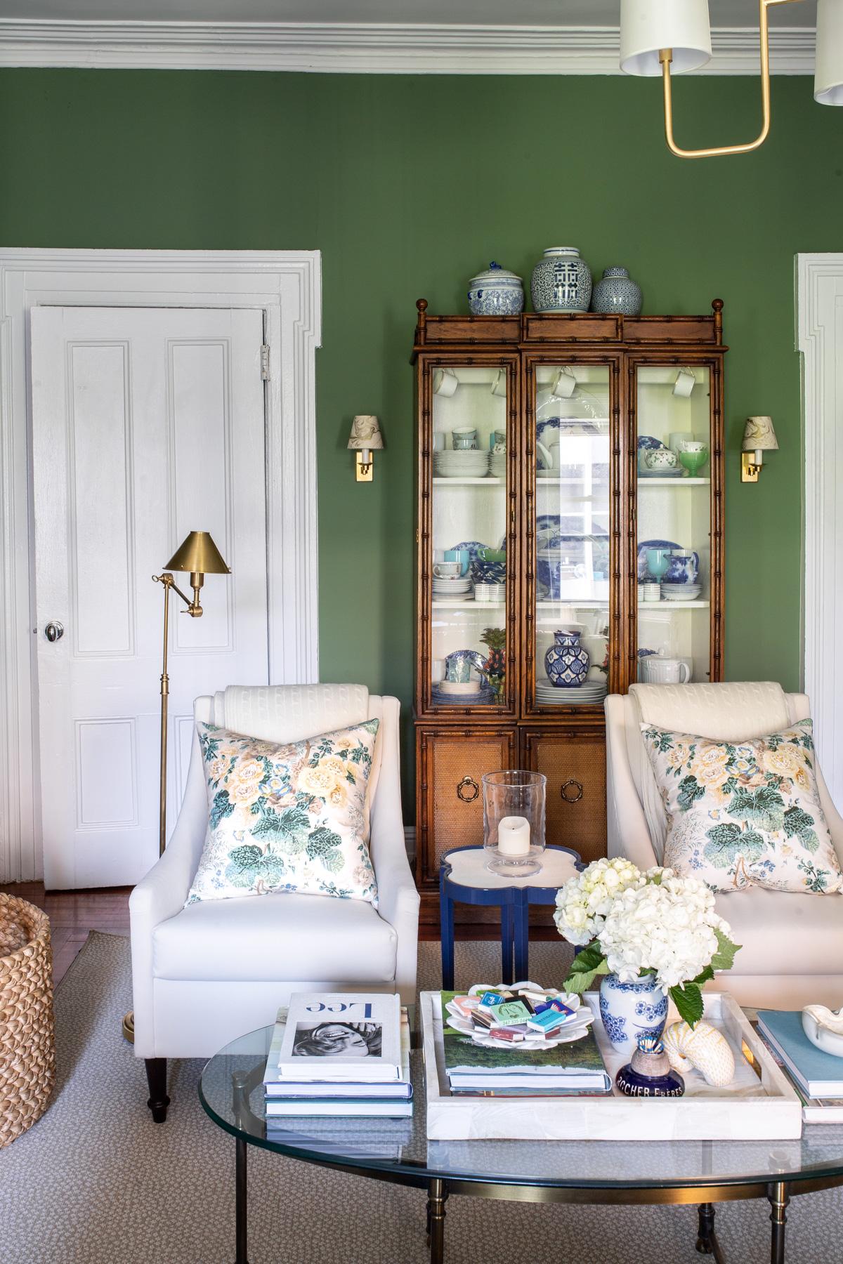 Stacie Flinner x NY Apartment Tour Living Room-7.jpg