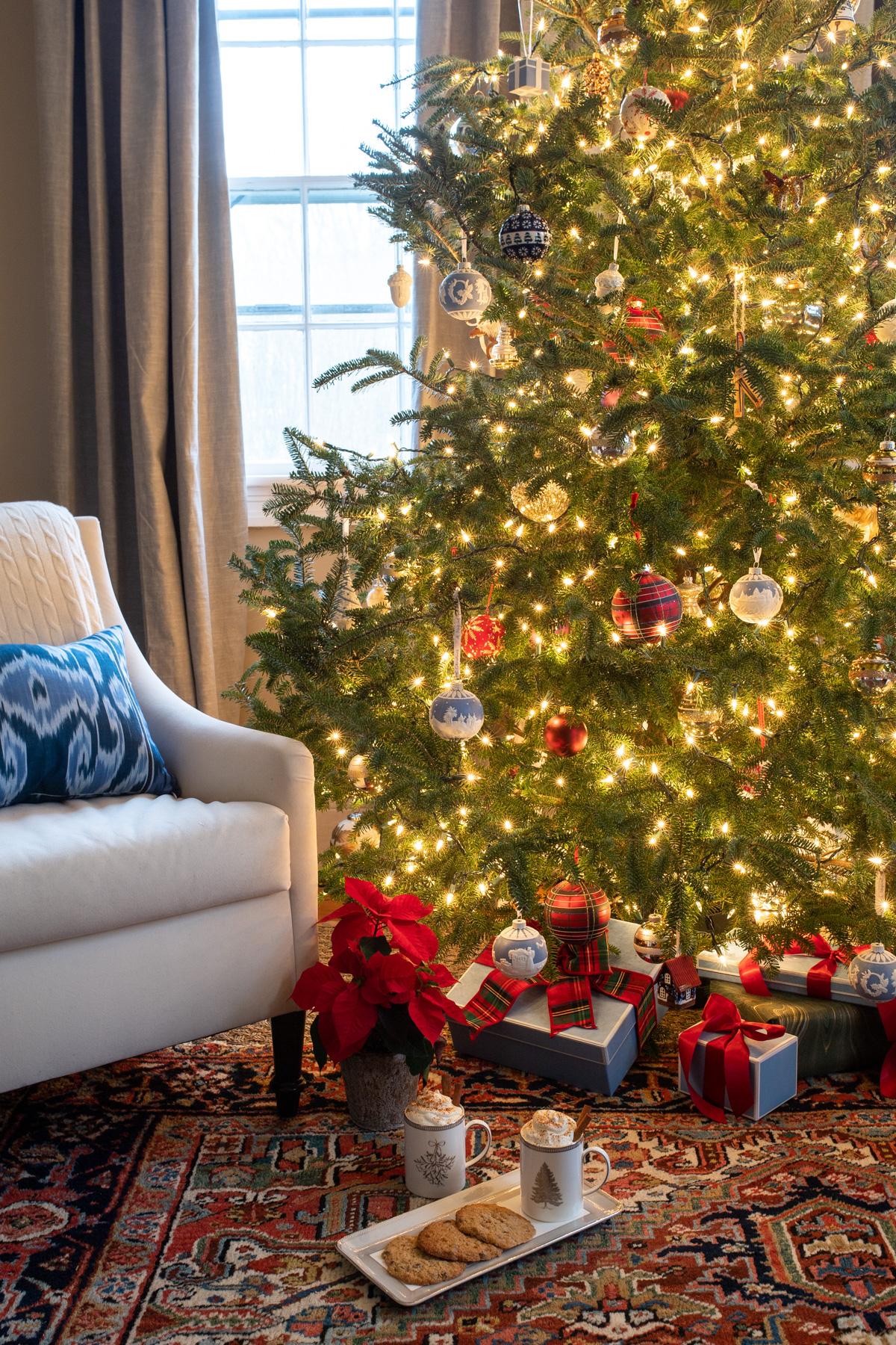 Stacie Flinner x New England Holiday Decorations-16.jpg
